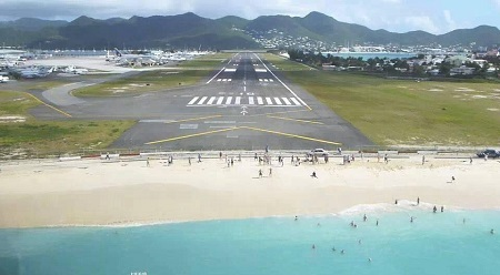 SXM Airport Landing - Photo courtesy of R. De Wolf - Inselair