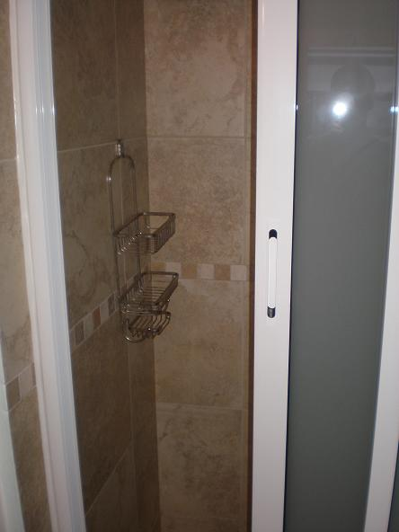 Pelican Key Apartment shower